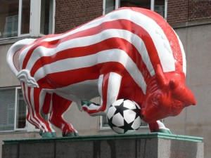 The bull in Aalborg painted for the match between AaB and Manchester United