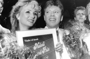 John Hatting and Lise Haavik after winning Dansk Melodi Grand Prix in 1986