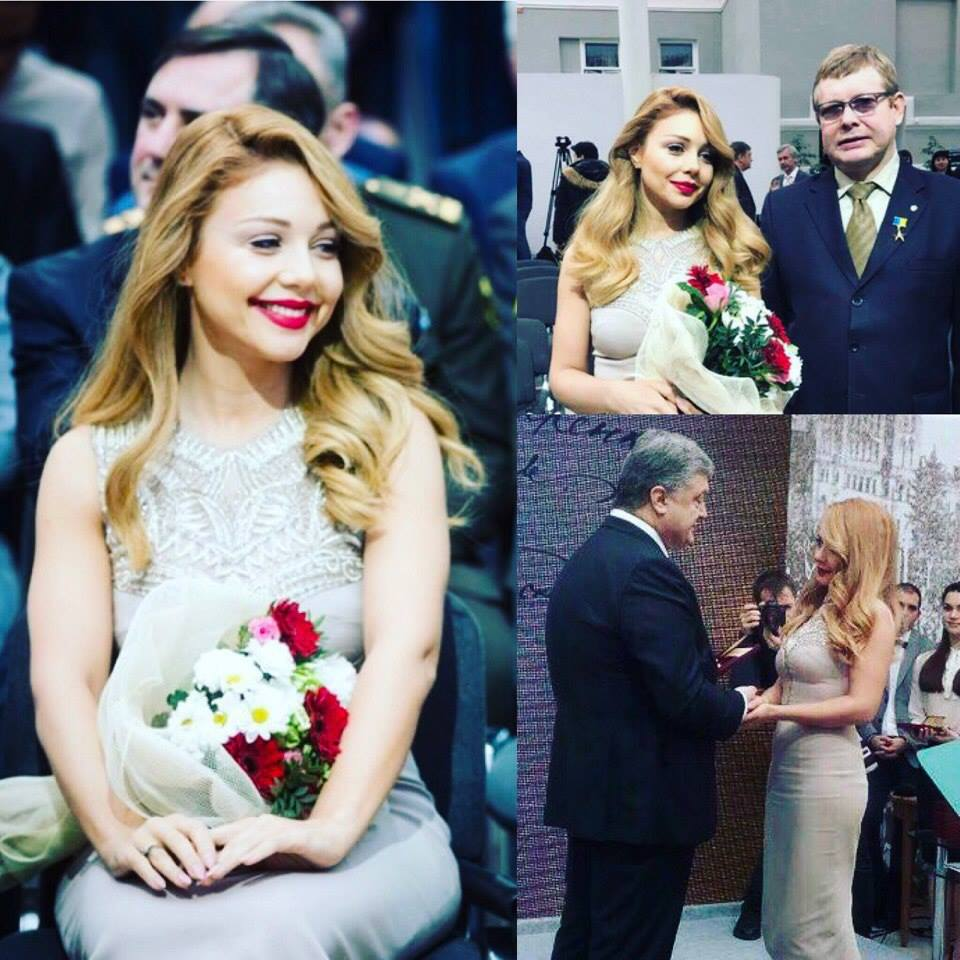 Tina Karol receiving The People's Artist of Ukraine award from President Poroshenko