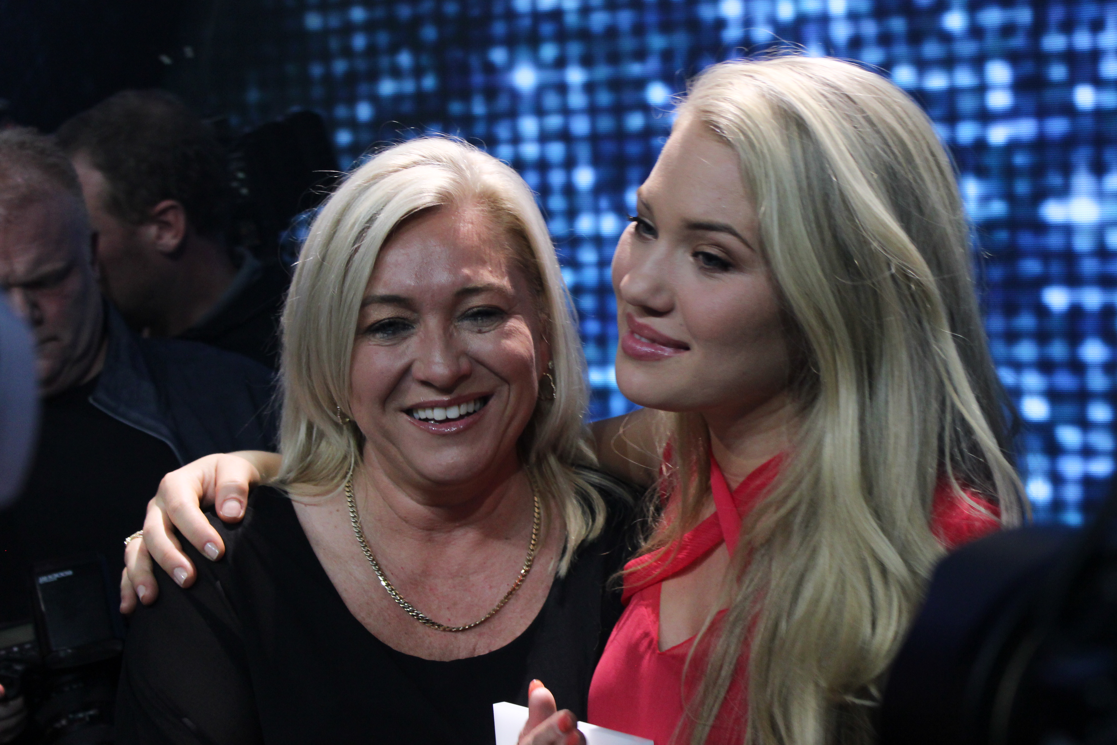 anja nissen with her mother eurovisionary eurovision news worth reading. Black Bedroom Furniture Sets. Home Design Ideas