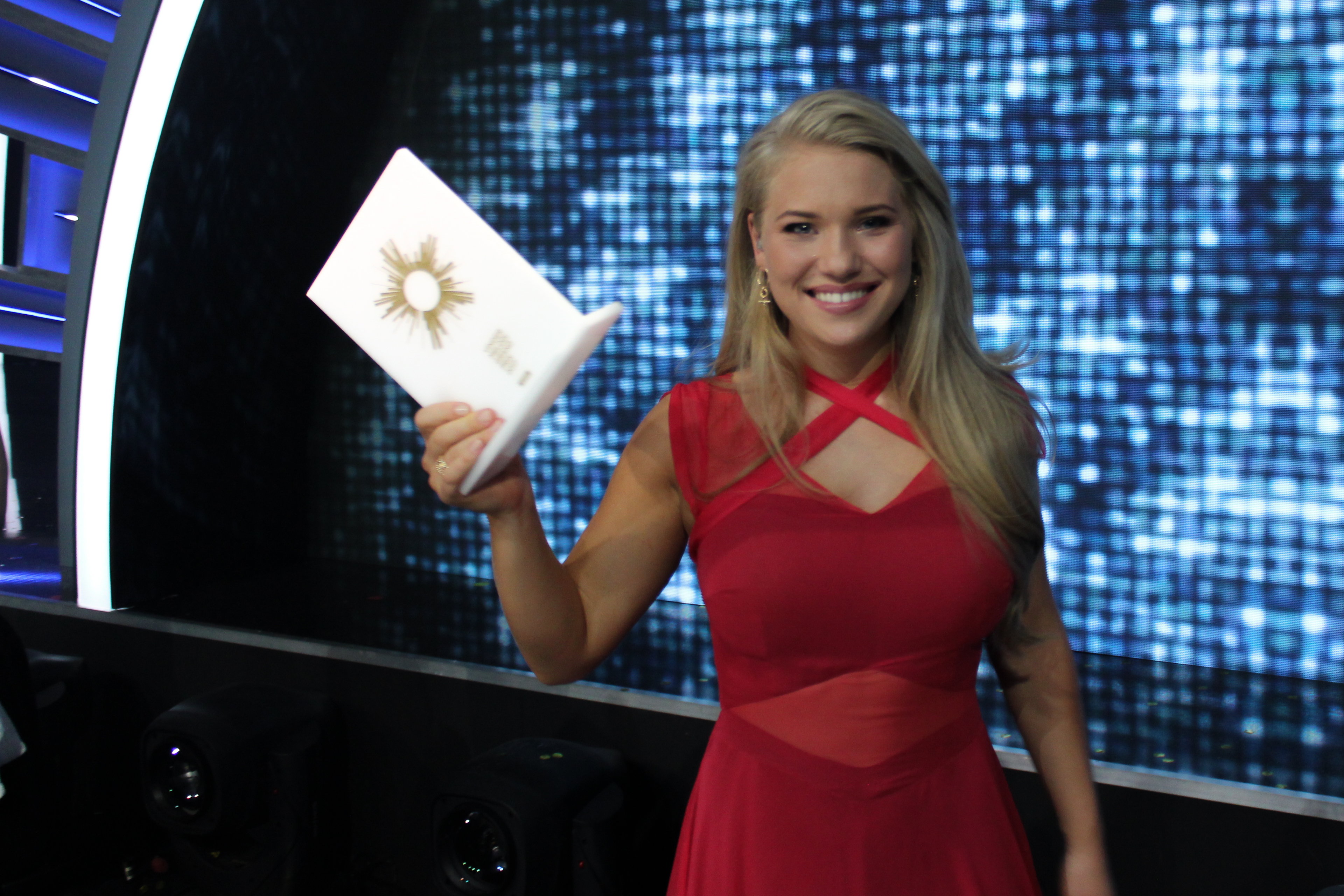anja nissen with her winning trophy eurovisionary eurovision news worth reading. Black Bedroom Furniture Sets. Home Design Ideas